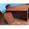 Продам письменный стол с тумбой,  метал.  шкафы Практик